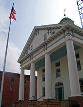 Four-columned entrance to courthouse