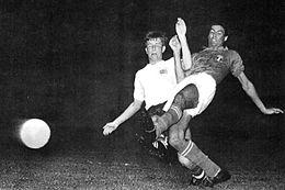 Una fase di Italia — Gran Bretagna durante il torneo olimpico 1960: l'italiano Salvadore in contrasto su Bobby Brown