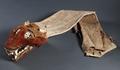 Indianföremål. Huvudbonad med vargkäftar - Skoklosters slott - 87723.tif
