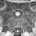 Interieur, overzicht koepelgewelf - Ravenstein - 20348509 - RCE.jpg