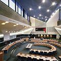Interieur, overzicht van de raadzaal - 's-Hertogenbosch - 20413408 - RCE.jpg