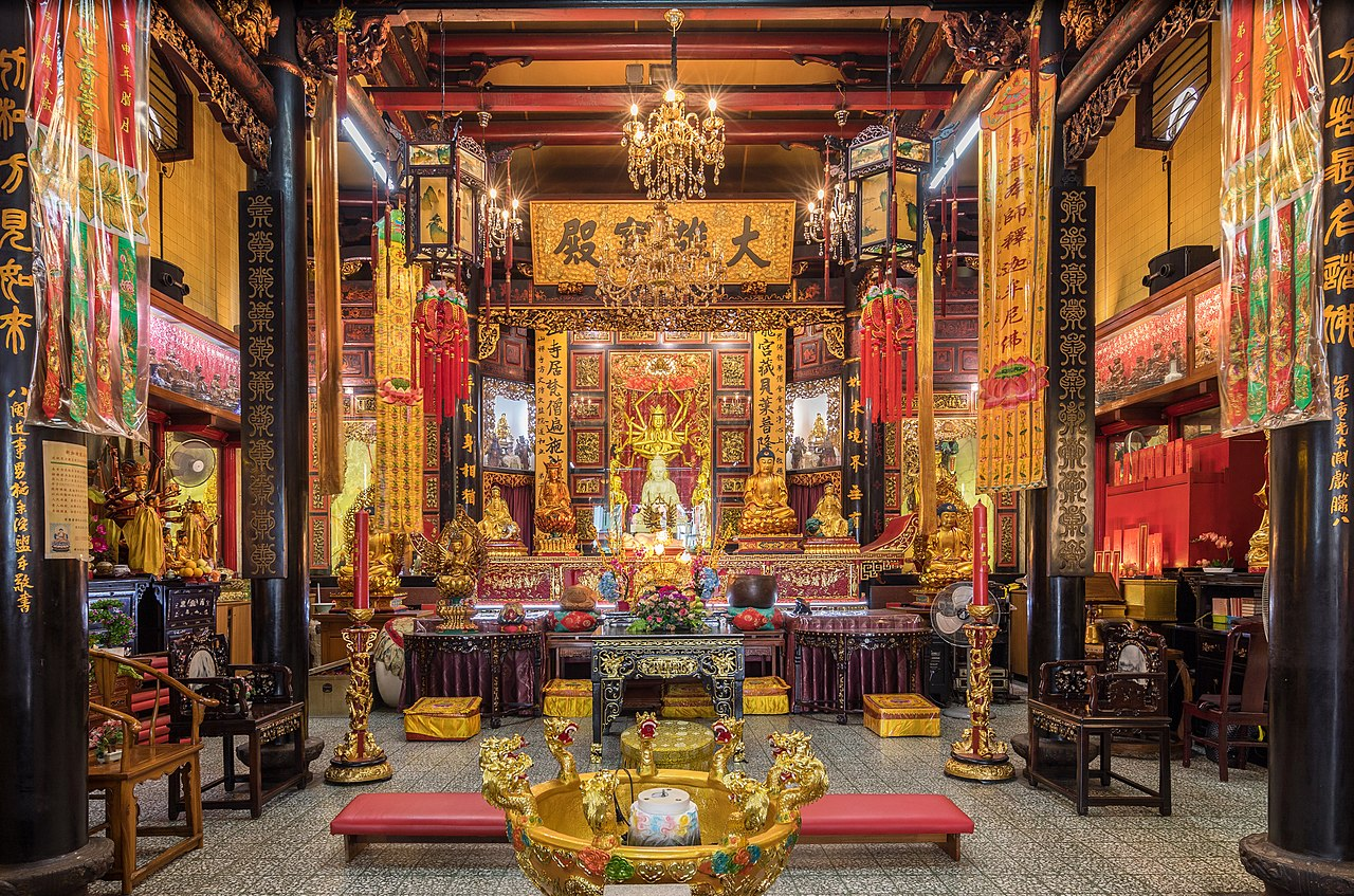 File:Interior of the Leong San See temple, Singapore.jpg - Wikipedia