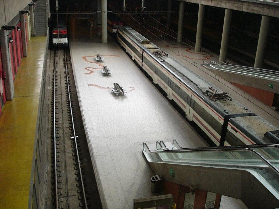 Interior da estación de Castelló