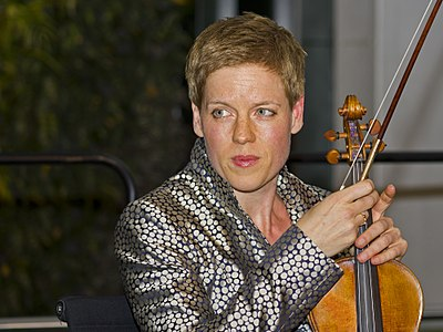 en:Isabelle Faust with her stradivarius. Taken in Berlin