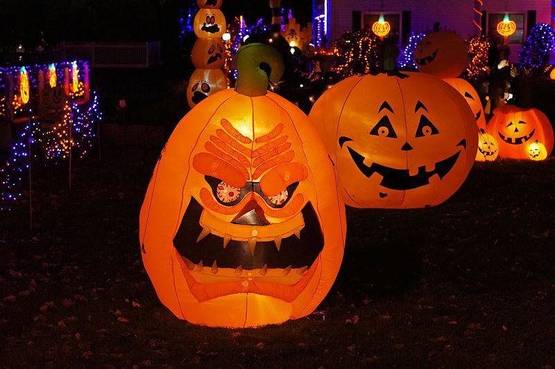 File:Jack-o'-lantern looks mean.JPG