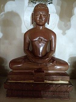 Jain statues in Anwa, Rajasthan 32.jpg