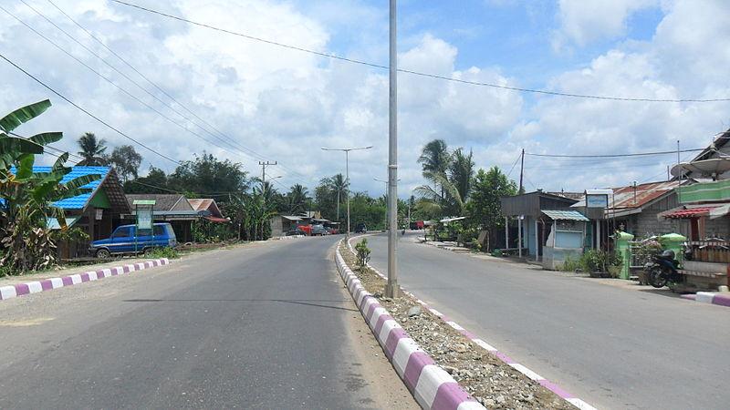 File:Jalan Negara di Long Kali, Paser.jpg