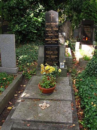 Jaroslav Foglar - Tomb of Jaroslav Foglar and family at Vinohrady Cemetery in Prague