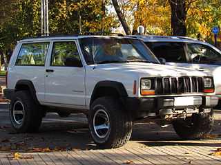 https://upload.wikimedia.org/wikipedia/commons/thumb/7/71/Jeep_Cherokee_2.5_1998_%2815527419327%29.jpg/320px-Jeep_Cherokee_2.5_1998_%2815527419327%29.jpg