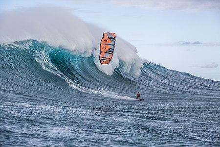 Jesse Richman kitesurfing