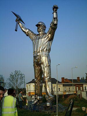 John McKenna (sculptor) - Jigger brownhills miner colossus statue by John McKenna