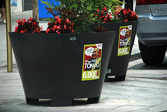 Canovelles - Controversial stickers spread around the town criticized the mayor's increase in pay