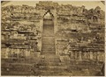 KITLV 40943 - Kassian Céphas - Steps in the Borobudur connecting the convolutions together - Around 1900.tif