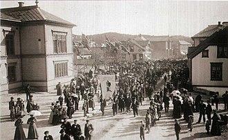 Porsgrunn City Hall - Image: Kammerherregården syttende mai tog 1896