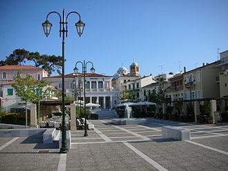 Karlovasi - Central square of Karlovasi.