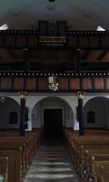 Datei:Katholische Pfarrkirche Neukirchen bei Altmünster Orgelempore.jpg
