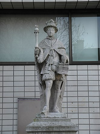 Statue of Edward VI (Cartwright) - Image: King Edward VI statue, St. Thomas' Hospital 2016 02 10