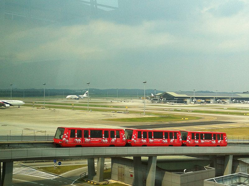 ファイル:Klia aerotrain dated 060615.jpg