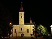 Kostel zasvěcený Panně Marii v Ženklavě v noci.jpg