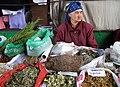 Kräuter-Verkäuferin in Bischkek.jpg