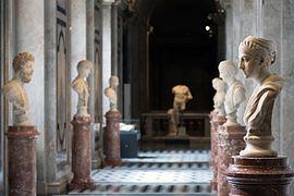 Kunsthistorisches Museum Wien 2016 Antikensammlung römische Büsten a.jpg