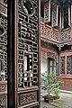 La cour des fleurs dans une maison ancienne de Nanxun (Chine) (39427719874).jpg