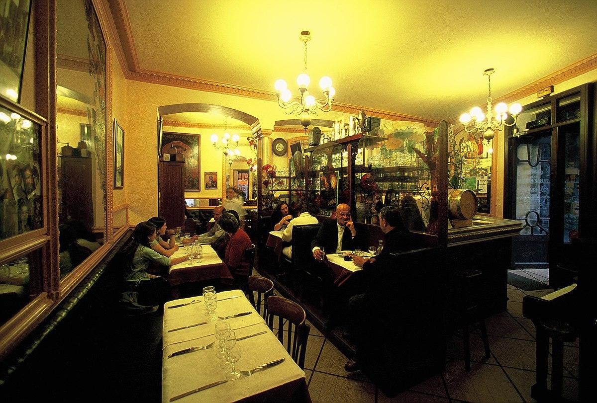 File:La table ronde interieur-Grenoble.jpg - Wikimedia Commons