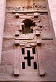 Lalibela, chiesa di bete medhane alem, esterno, finestre 01.jpg