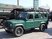 Land Rover Defender Merivoimien vuosipäivä 2014 01.JPG