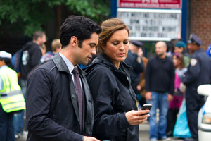 English: Mariska Hargitay and Danny Pino on th...