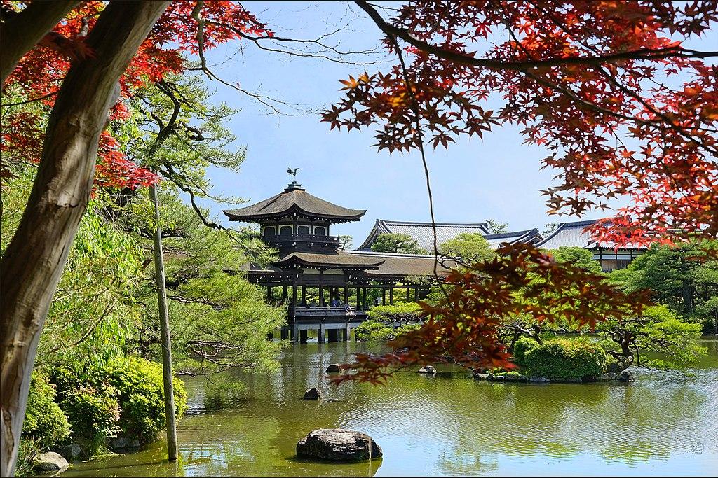 Le lac du sanctuaire shinto Heian-Jingu (Kyoto, Japon) (28183380067)