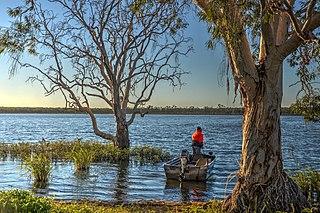 Lake Elphinstone lake in Queensland, Australia
