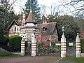 Lodge at Friar Park - geograph.org.uk - 1588804.jpg