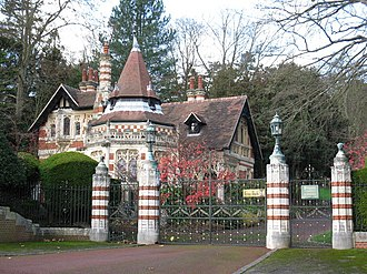 Friar Park - The Lower Lodge and entrance gates of Friar Park from Gravel Hill in 2009