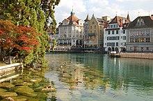 Il fiume Reuss nella parte vecchia di Lucerna.