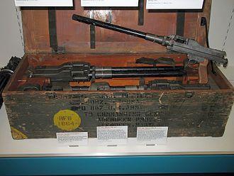 MG 81 machine gun - MG 81 (upper) and MG 81Z (in box)