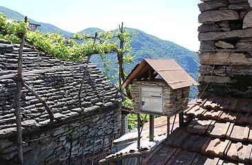 Mailbox in Mergoscia.JPG