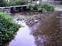 Malham Beck small bridge.JPG