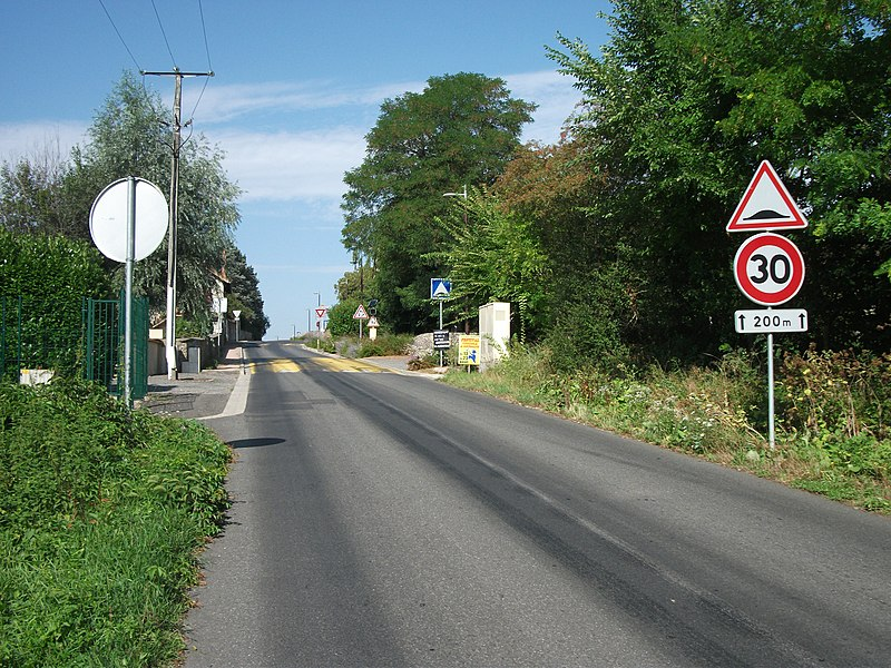 Speed limited to 30 km/h (around 20 mph) over 200 m and traffic calming on departmental road 130 in Marcenat towards Saint-Pourçain-sur-Sioule. Signs made in 2011 [8594]