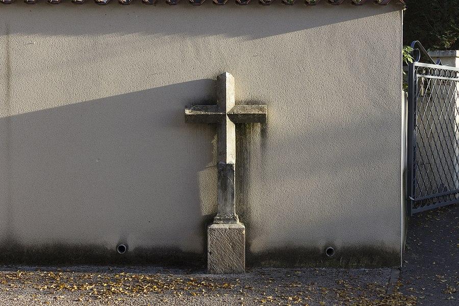 Croix à Marennes.