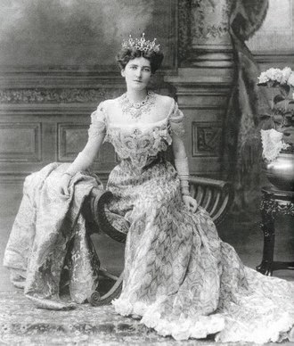 Lady Curzon's peacock dress - Image: Mary Leiter, Lady Curzon, wearing a 1903 gown by Jean Philippe Worth