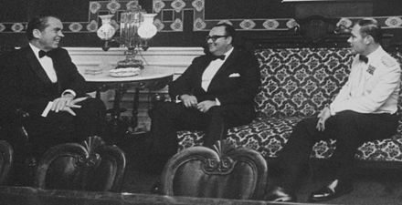 Anastasio Somoza Debayle (center) with Richard Nixon, 1971 Meeting with President Anastasio Somoza Debayle of Nicaragua, before State Dinner - NARA - 194723-perspective-tilt-crop.jpg
