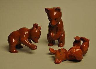 "Metlox Pottery - Metlox Pottery miniatures ""playful bears"""