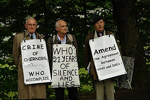 Dr. Michel Fernex, Wladimir Tchertkoff, and Dr. Christopher Busby, on June 27, 2007, in front of the WHO building in Geneva