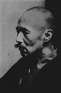 Mori Ogai in the atelier of Sculptor Takeishi Kozaburo in 1916.jpg