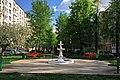Moscow, Aviamotornaya 28-6 fountain (30954453200).jpg
