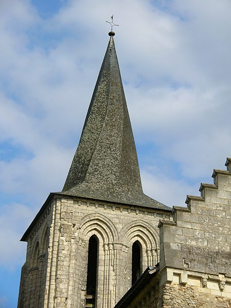 Photographie du fr:Clocher tors de l'église Saint Germain de fr:Mouliherne (fr:Maine-et-Loire) prise par la maman d'Accrochoc appelée Mémé Lulu pour illustrer l'article sur les clochers tors