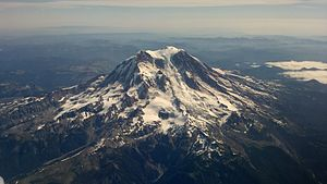 English: Aerial photograph of Mt. Rainier take...