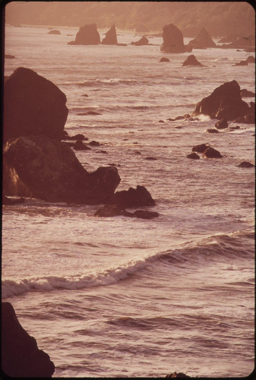 NORTHERN CALIFORNIA-MOONSTONE BEACH - NARA - 543060