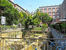 Napoli - Panoramica su Piazza Bellini.jpg